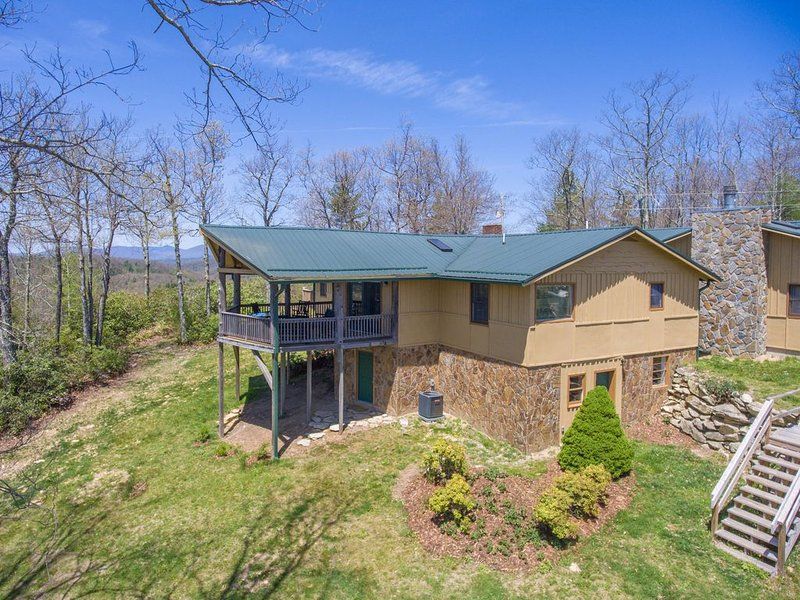 Endless Views From Mount Mitchell to Grandfather Mountain along the Blue Ridge, holiday rental in Linville Falls