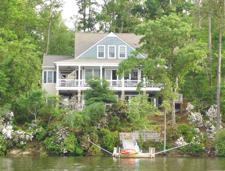 Lakefront,  7 Bedroom Home on Lake Murray!, vacation rental in Prosperity