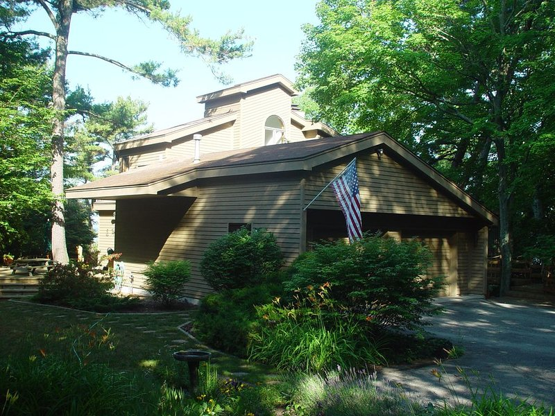 Beautiful Lake Michigan Home - Family Retreat -, holiday rental in Northport