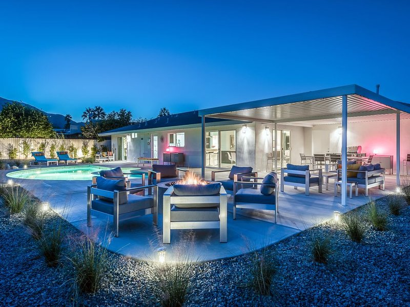 Modern and Comfortable Luxury Meets Charm and Whimsy!, casa vacanza a North Palm Springs