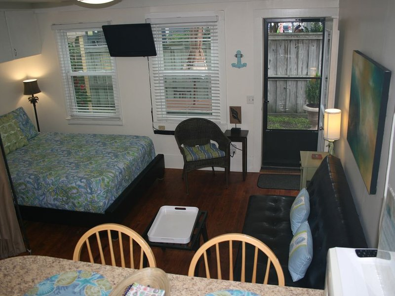 Efficiency Apartment in the Heart of Wrightsville Beach, holiday rental in Wrightsville Beach