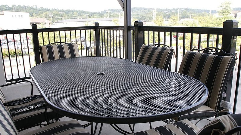 Balcony with table for 6