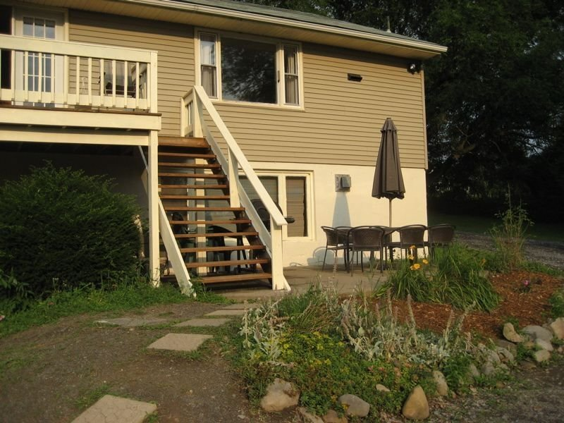 Spacious Owasco Lake Home for Large Groups, 2 Acres, Central Air & Kayaks, holiday rental in Ridgemont