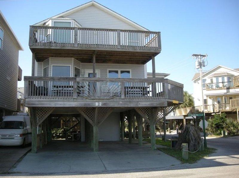 Oceanfront B2  Corner lot, 5br/3ba, Fantastic house!, holiday rental in Socastee