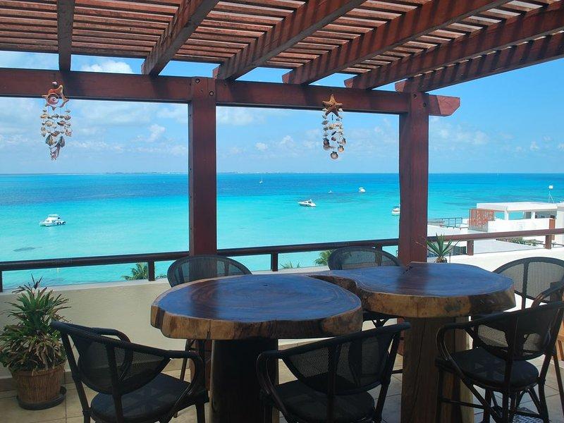 Ixchel 7th floor Penthouse- Beach Front complex- Private  hot tub / plunge pool, alquiler de vacaciones en Playa Mujeres