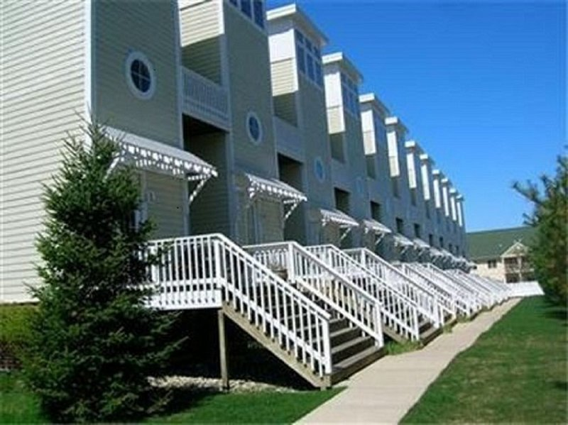 Luxury Townhome In The Heart Of Downtown New Buffalo, holiday rental in New Buffalo