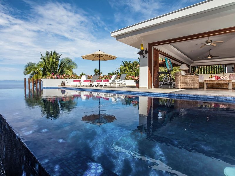 Exquisite villa, Majestic Views, Ideal for Families, Friends & Reunions, vacation rental in Puerto Vallarta