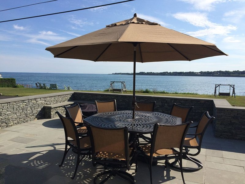 Luxurious Oceanfront Home within a Short Walk to Beaches, Restaurants, and More!, holiday rental in Middletown