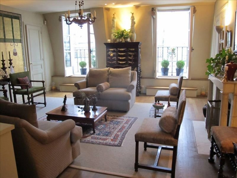 Elegant Renovated 19th C Bldg W/ Lift+Balconies 2 Lrg Bdrms, location de vacances à Paris