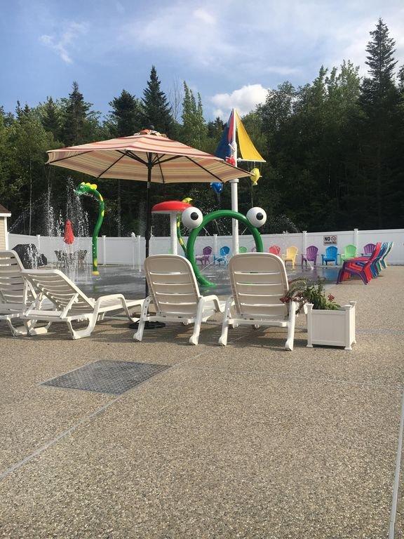 Piscina recientemente renovada para adultos y niños!