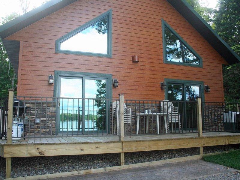 Beautiful, Family-Friendly Vacation Rental On Pickerel Lake, vacation rental in Summit Lake