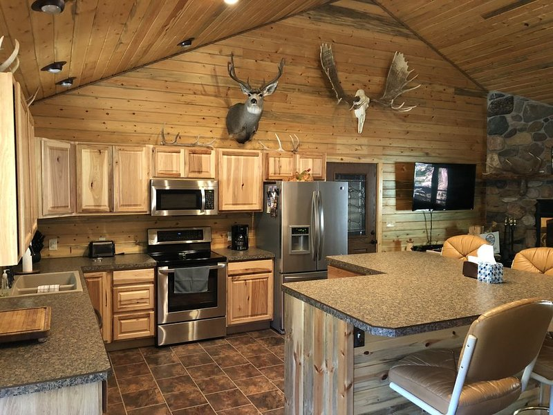 Outstanding Crandall Cabin minutes from Yellowstone, ready for your adventure!, location de vacances à Cooke City