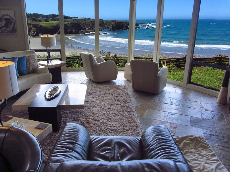 RARE BEACH AND OCEAN FRONT HOME, location de vacances à Mendocino County