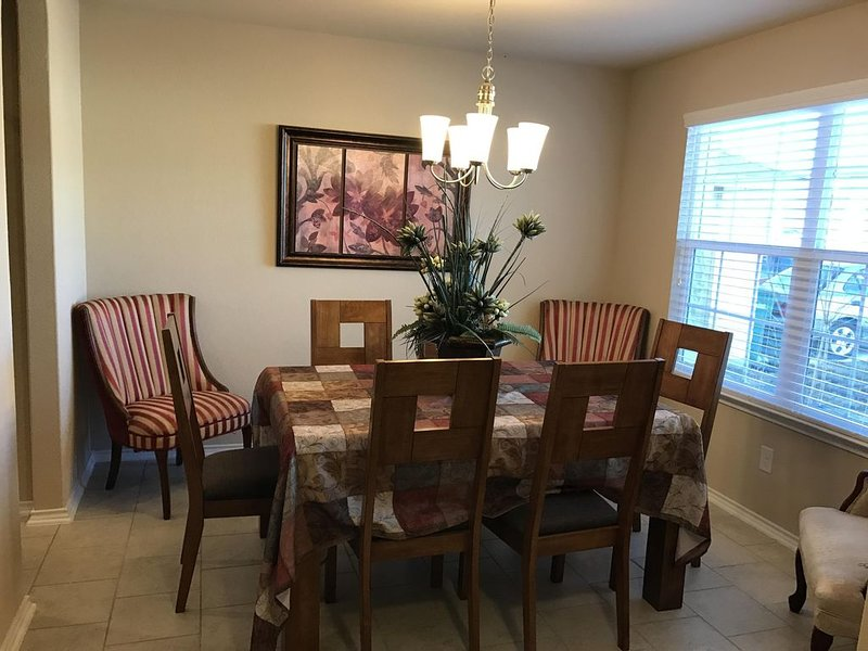 Extremely Large/Clean AF BMTS Grads home minutes from Alamo/Lackland/Seaworld, holiday rental in Macdona