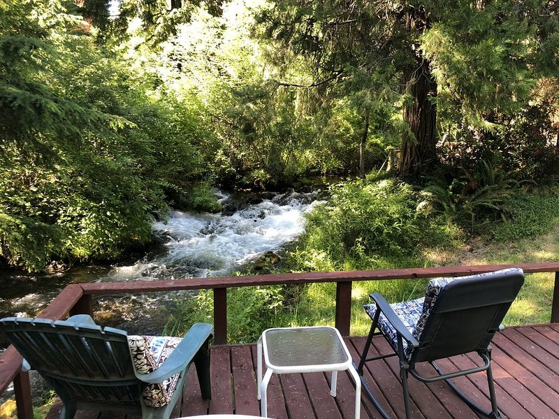 Crater Lake cabin destination with a view., holiday rental in Prospect