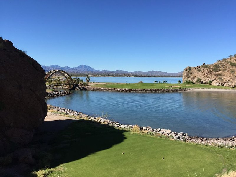 3 BR/3 BA Beautiful Casa with Views of the Beach and Mountains, vacation rental in Loreto