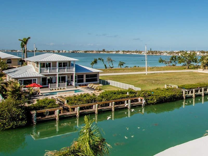 Luxury Pool home, WiFi, Waterfront, Quick Ocean access!, holiday rental in Key Colony Beach