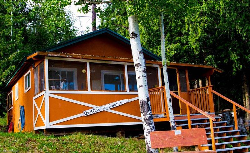 Adams Lake Waterfront Cabin, aluguéis de temporada em Barriere