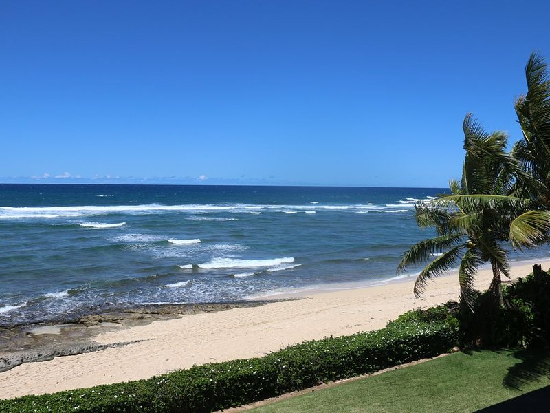 Luxurious Oceanfront Home With Sweeping Tropical Views. You Can Surf Backyards., alquiler de vacaciones en Pupukea