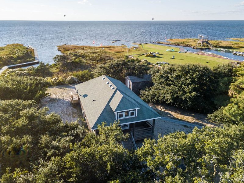 Watermen's Hideout Waterfront Two Bedroom Cottage, vacation rental in Waves