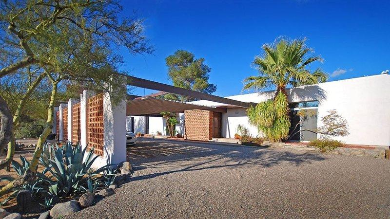 2,000 sf Mid-Century Modern Westward Look Guest House in the Catalina Foothills., alquiler de vacaciones en Casas Adobes