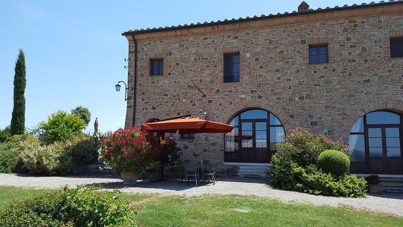 FARMH.PODERE CUNINA 25 KM SOUTH  SIENA IN FRONT  MONTALCINO TAKING COOKING CLASS – semesterbostad i Siena