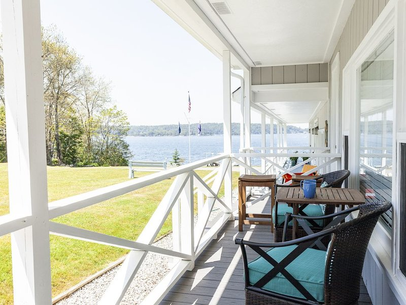 Peaceful! Oceanfront Sunsets With Beach And Deep Water Access!, alquiler vacacional en Boothbay
