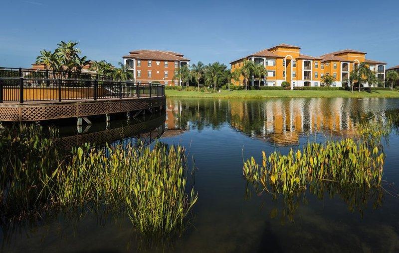 Beautiful renovated Lakeview 2 bedroom Condo in Serenata Sarasota, holiday rental in Tallevast