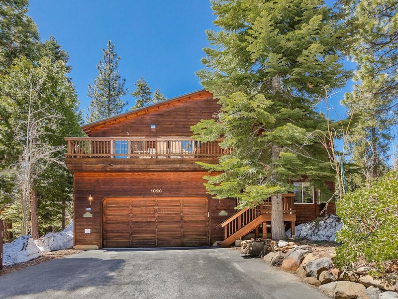 4 Bedrm, 3.5 Baths, Luxury Home Near North Star- Backs to Forrest with Trails!, alquiler vacacional en Tahoe Vista