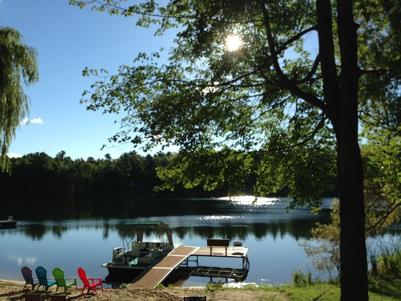 100-footsandybeachfrontage-FREE-two kayaks and paddle boat can be used for free!, vacation rental in Grand Traverse County