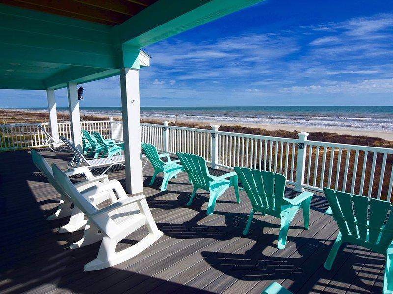 Gorgeous New Beachfront Home, 4/3 Sleeps 15, alquiler vacacional en Surfside Beach