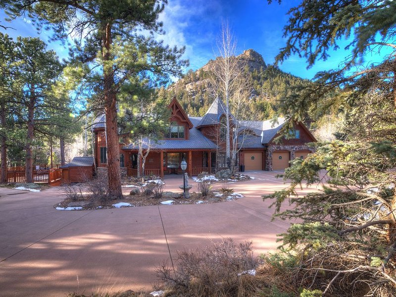 8 BR/8b Luxury Mtn Lodge on Fall River, 8,500 sq ft living space, 2 1/2 Acres, vacation rental in Estes Park