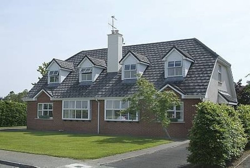 Stunning Home Adjacent to Killarney National Park - Free Wifi., holiday rental in Kilcummin