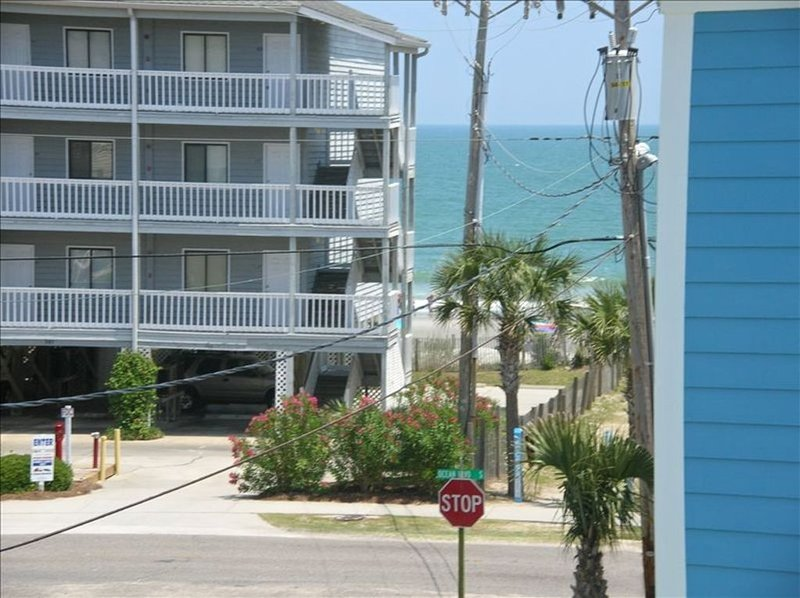 Taking 2021 Summer Reservations..5B,5.5B, elevator,heated pool,steps to beach!, location de vacances à Surfside Beach