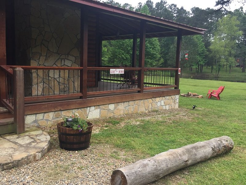COME GET LOST BY THE POND SLEEPS SIX, vacation rental in Broken Bow