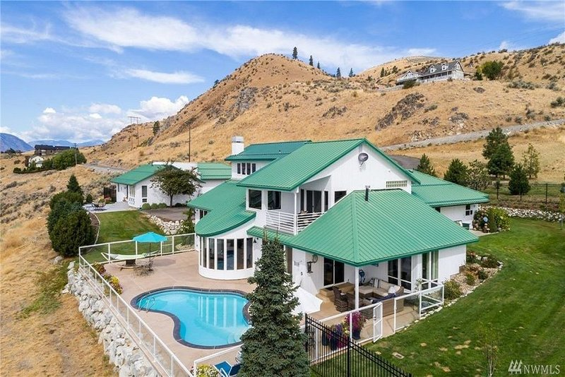 Very Private w/ casita, pool, and amazing 180 degree views, 3 miles to town, alquiler vacacional en Chelan