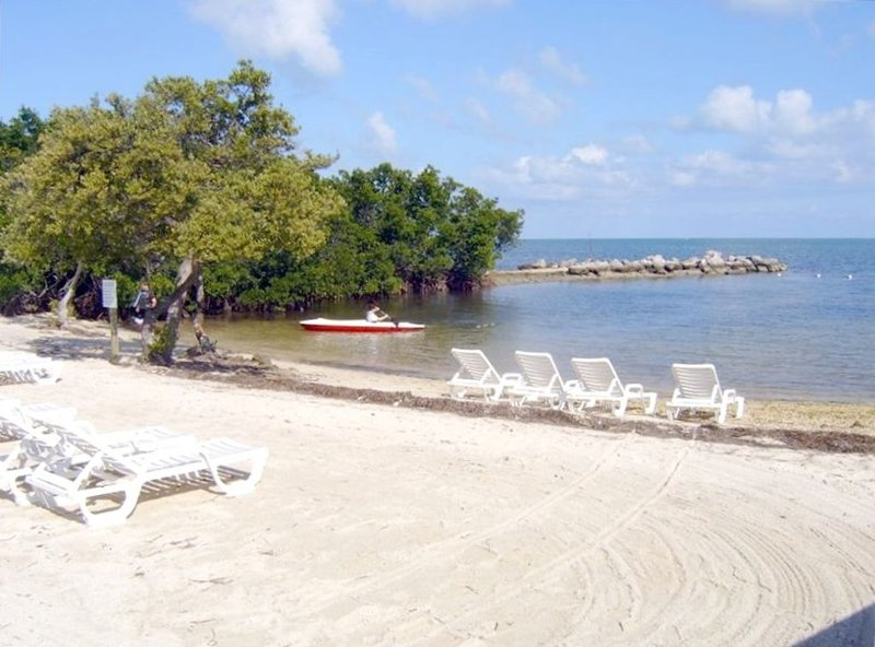 Affordable Ocean Pointe Suites of Key Largo !  Look at special rate for the fall, location de vacances à Tavernier