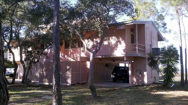 Heron Lane House - Windows to a Secluded Waterfront, vacation rental in Cedar Key