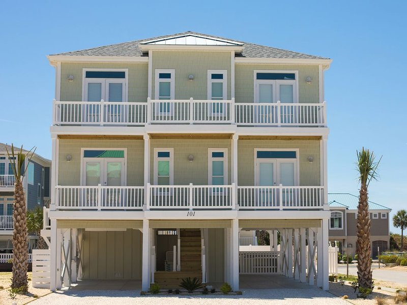 NEW HOME in 2017!!!  OCEAN VIEWS!!!  HUGE POOL!!!  ELEVATOR!! LARGE GROUPS!!!, vacation rental in Ocean Isle Beach