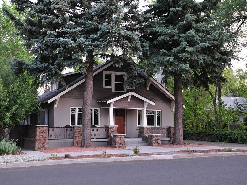 Wonderful Downtown Location- Historic Bungalow -- Close to NAU, vacation rental in Flagstaff