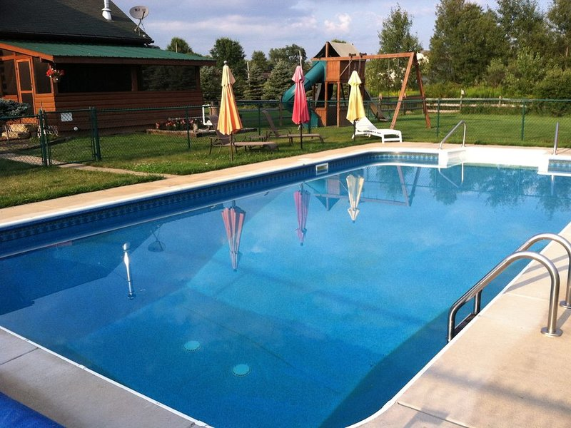 The Generations Luxury Cabin Inground Pool Sleeps 21-  Winter SPECIAL! $399!, alquiler de vacaciones en Louisville