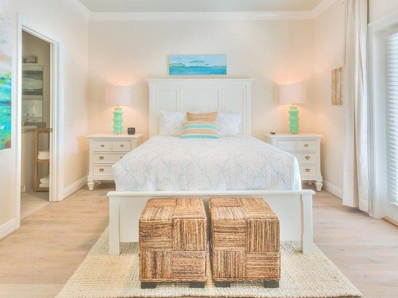 Immaculate home in gated La Valencia Beach Resort! MONTHLY rates available!, aluguéis de temporada em Sunnyside
