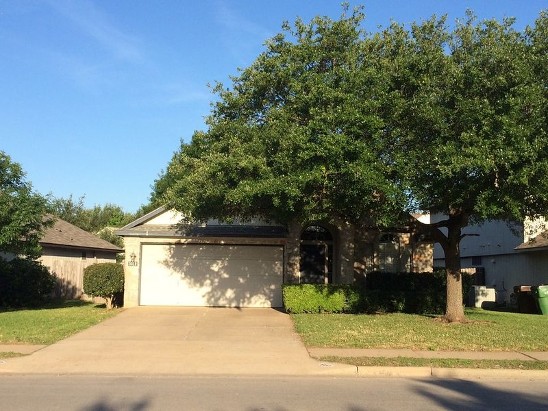 Cozy Home by Meadow Lake Park, vacation rental in Round Rock