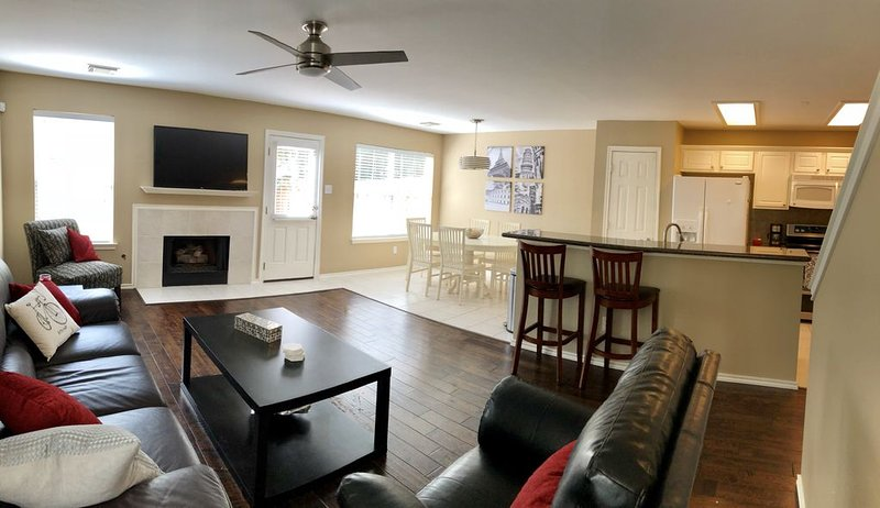 �Beautiful 3-Bedroom Townhome�, casa vacanza a Tomball