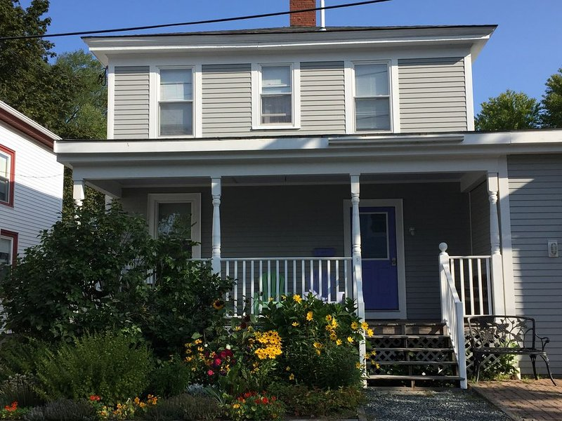 Quiet Home located in the Heart of Bar Harbor close to the Ocean, holiday rental in Hulls Cove