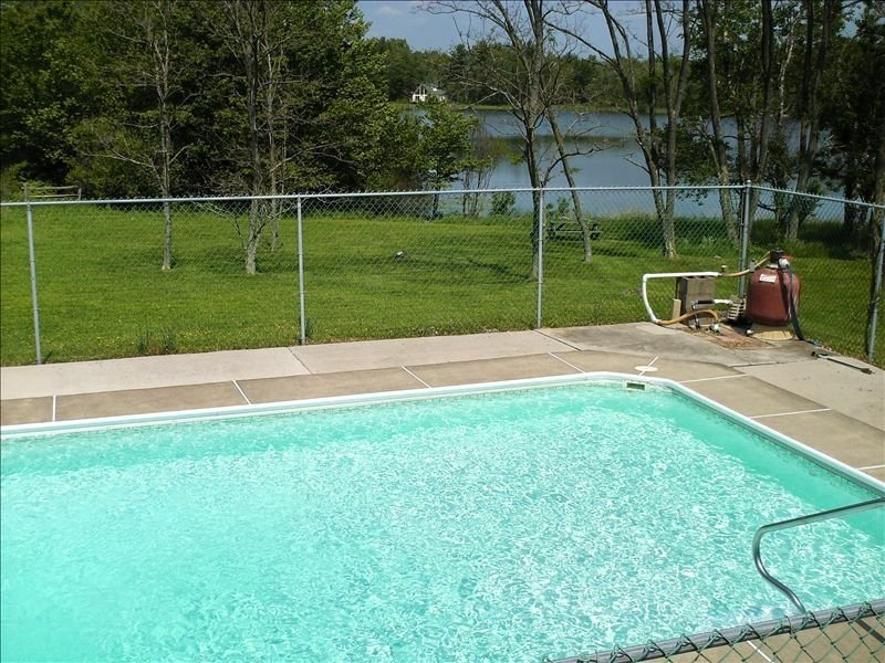 Lakefront w In ground Pool, Hot Tub, Boats, WIFI- Book Now for winter skiing, vacation rental in White Haven