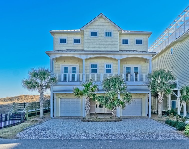 Now's the time to book your vacation!!! Oceanfront w/ Pool & Elevator! No Pets!, vacation rental in Ocean Isle Beach