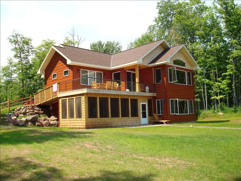 Cool Water Shores, Lake Gogebic Luxury Home, holiday rental in Bergland
