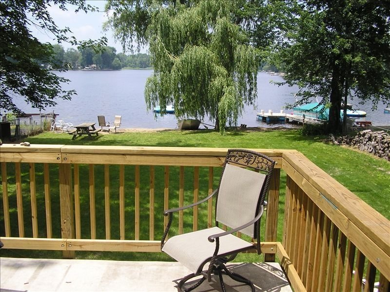 Modern Lake House 8 Miles from Ann Arbor, holiday rental in Milford