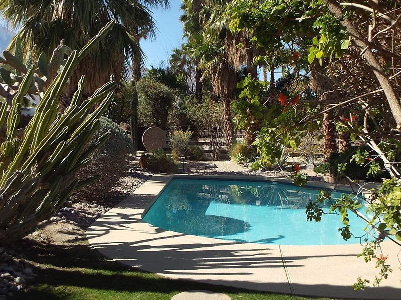Private Home with Heated Pool/Spa, Beautiful Gardens and Mountain Views – semesterbostad i Palm Springs